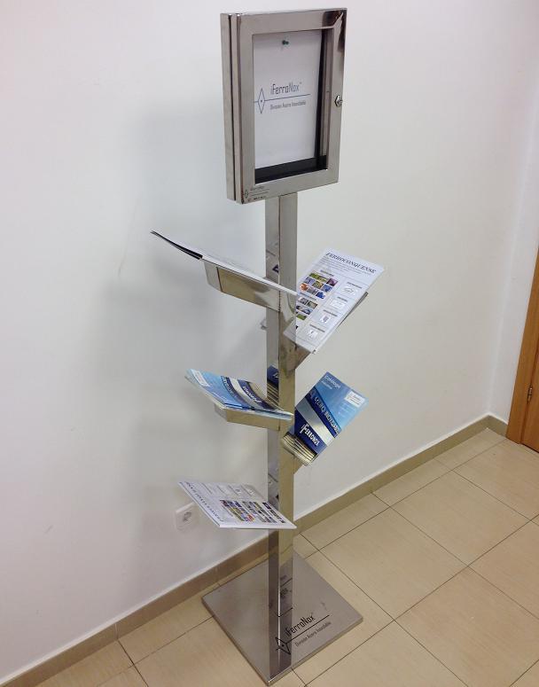 expositor folletos tripticos revistas acero inoxidable diseño árbol con ventanal iferronox ferroconquense cuenca